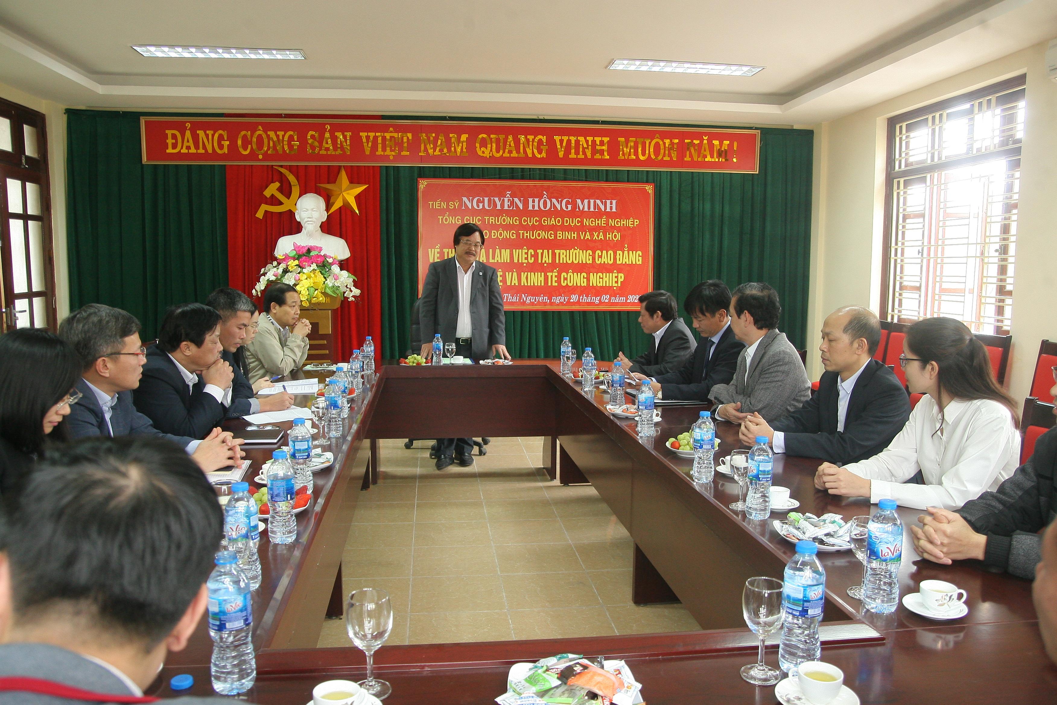 ổng cục trưởng Tổng Cục Giáo dục nghề nghiệp Nguyễn Hồng Minh làm việc với lãnh đạo và cán bộ nhà trường