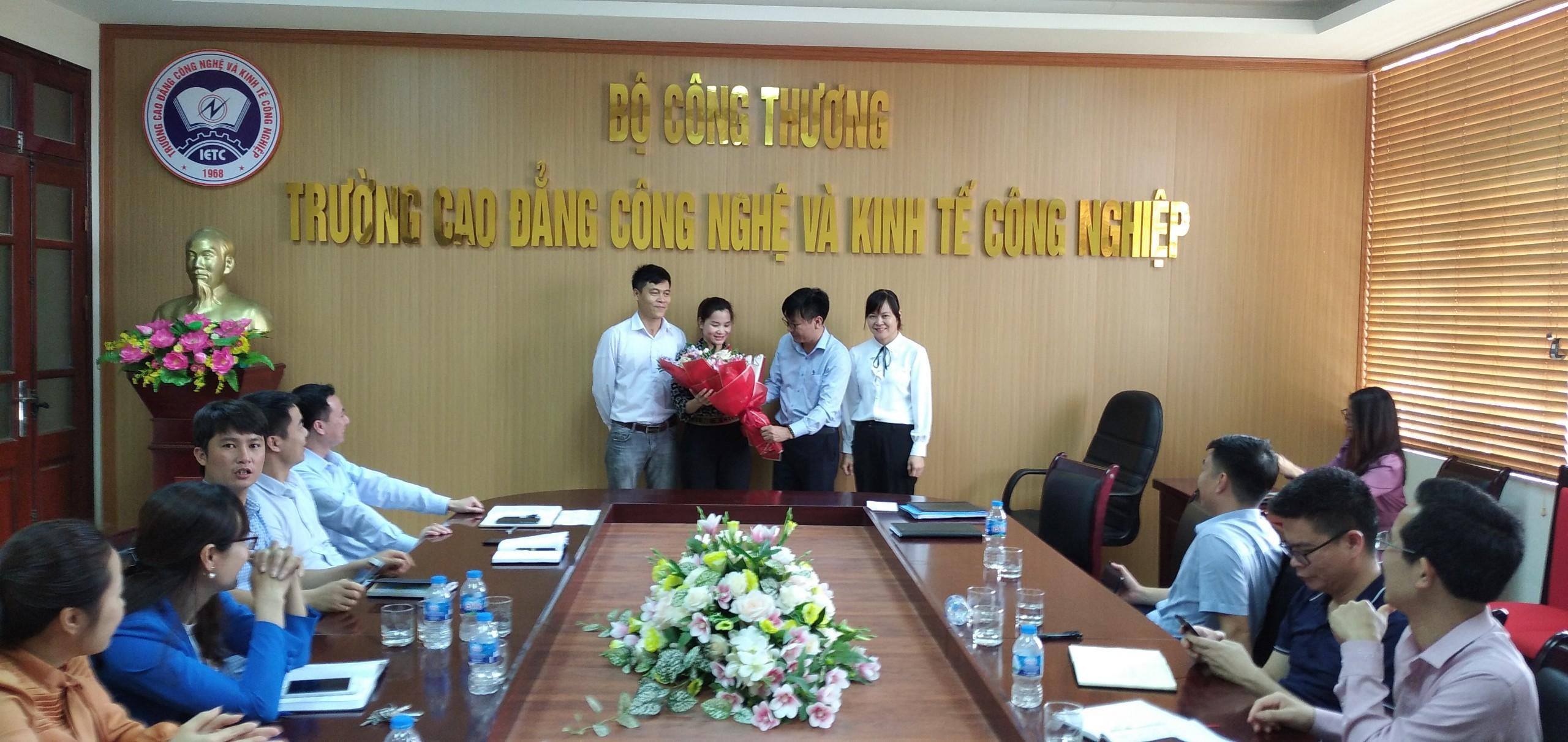 IETC Gặp mặt cán bộ, giáo viên thể chất nhân dịp kỷ niệm 75 năm Ngày Thể thao Việt Nam.