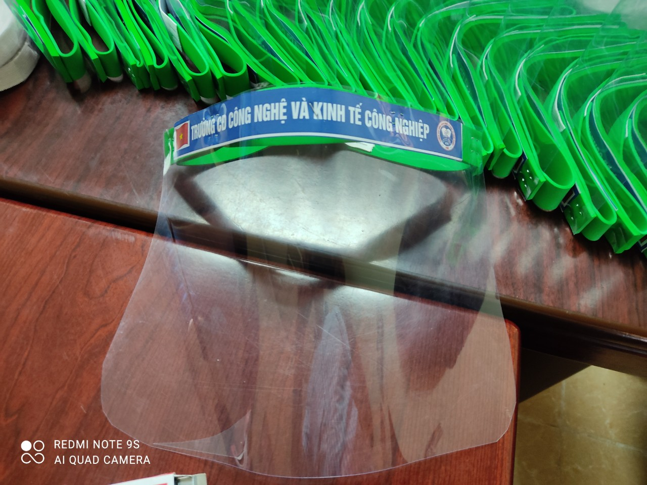 Trường IETC tặng kính chống giọt bắn tới 3 trung tâm Giáo dục Nghề nghiệp- Giáo dục Thường xuyên huyện Hiệp Hoà, Yên Dũng, Bắc Yên tỉnh Bắc Giang